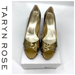 💕SALE💕NWT Taryn Rose Daphne Metallic Gold Wedges